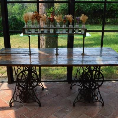 Tavolo realizzato con vecchia porta e singher